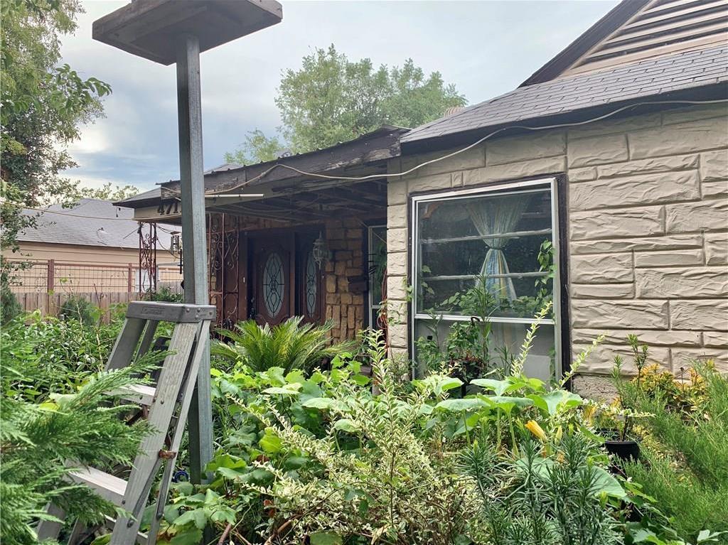 Pending | 4711 Cowan Avenue Dallas, Texas 75209 1