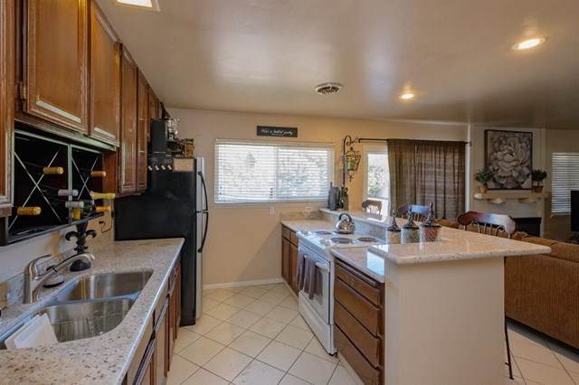 Closed | 12841 Spring Valley Parkway Victorville, CA 92395 12