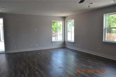 Pending | 202 StellaRiga Place Dallas, Texas 75203 4