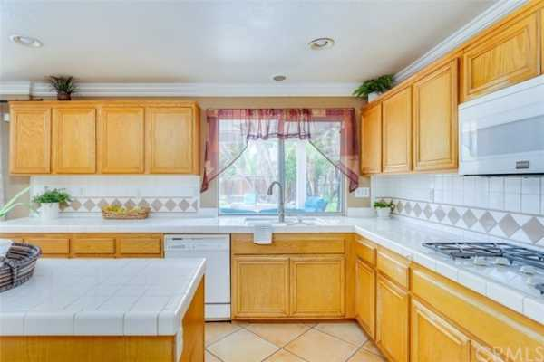 Active Under Contract   6546 Veneto Place Rancho Cucamonga, CA 91701 17