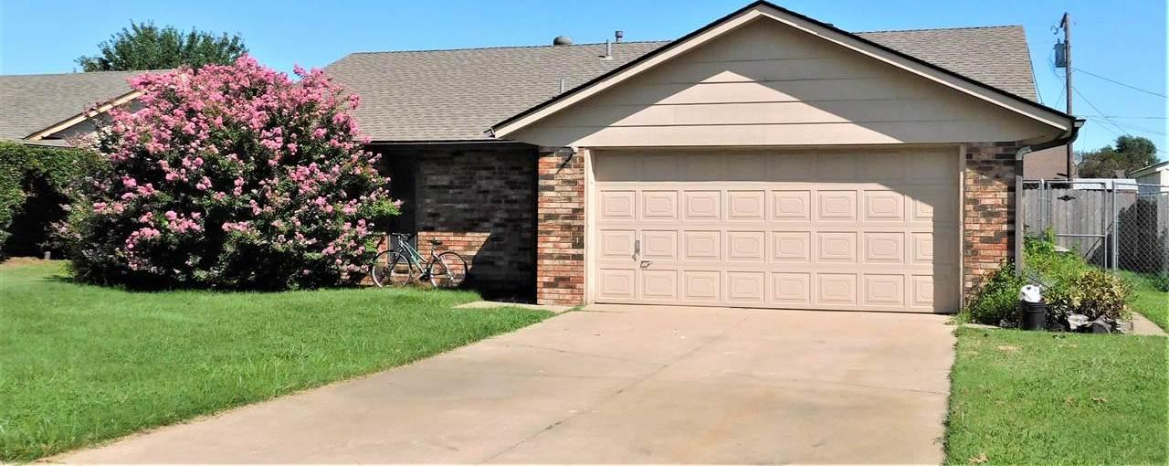 #poncacityrealestate, #century21groupone #homesforsaleponcacity | 305 Lansbrook Ponca City, OK 74601 0