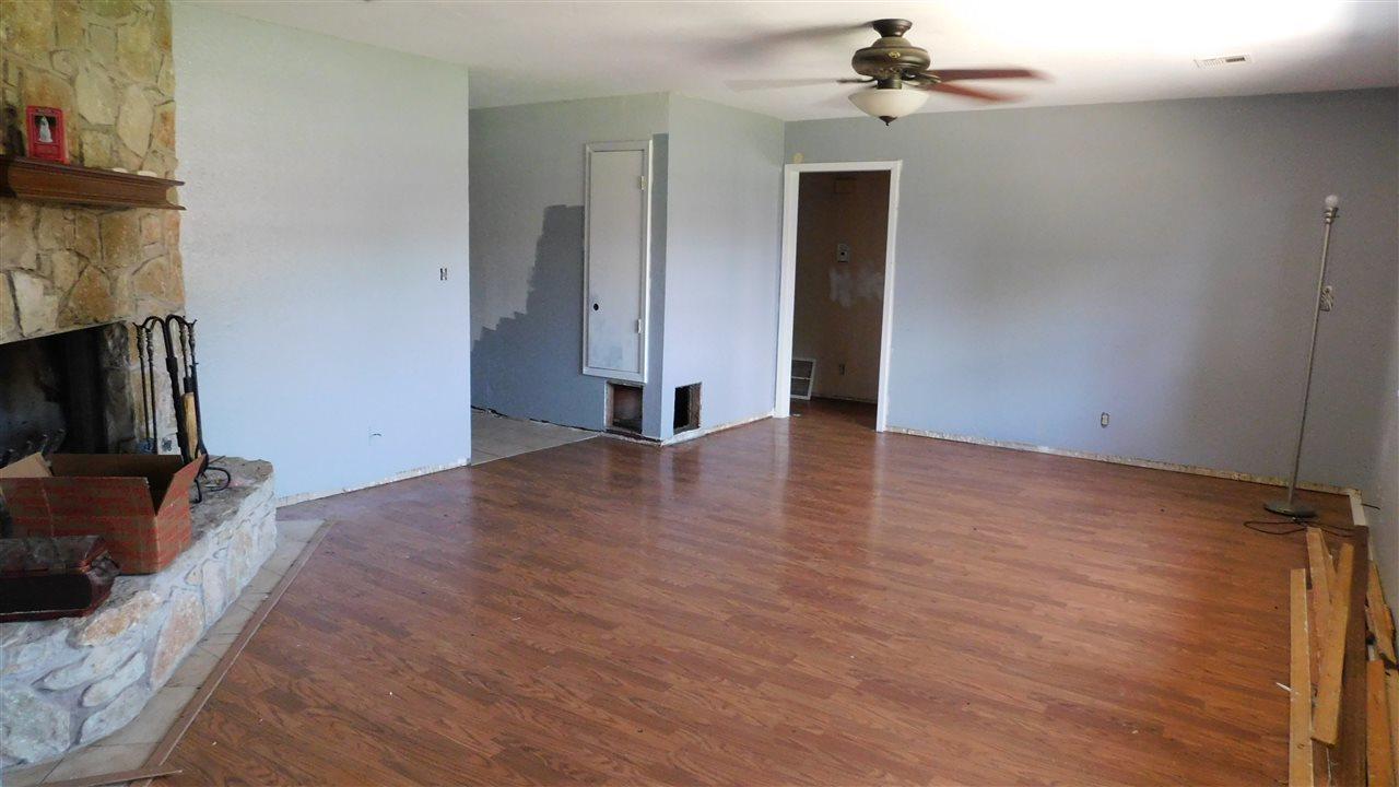 #poncacityrealestate, #century21groupone #homesforsaleponcacity | 305 Lansbrook Ponca City, OK 74601 2