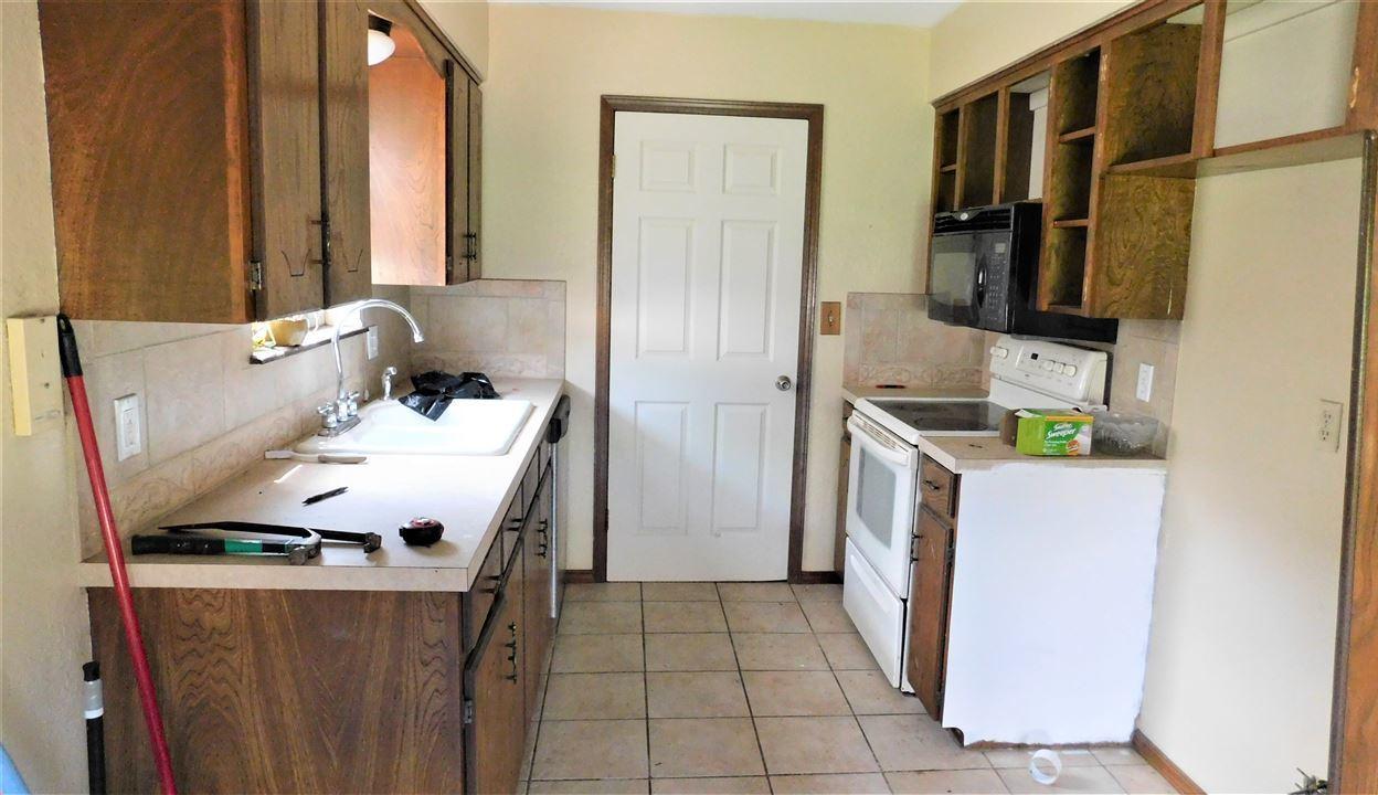 #poncacityrealestate, #century21groupone #homesforsaleponcacity | 305 Lansbrook Ponca City, OK 74601 3