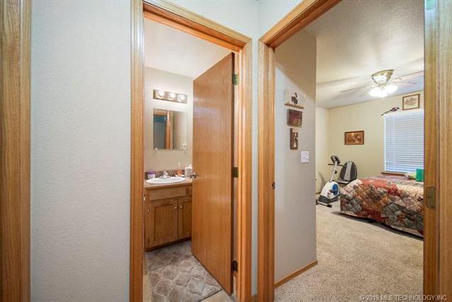 Closed | 821-823 N Thompson St #821-823 Vinita, OK 74301 15