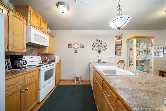Closed | 821-823 N Thompson St #821-823 Vinita, OK 74301 9
