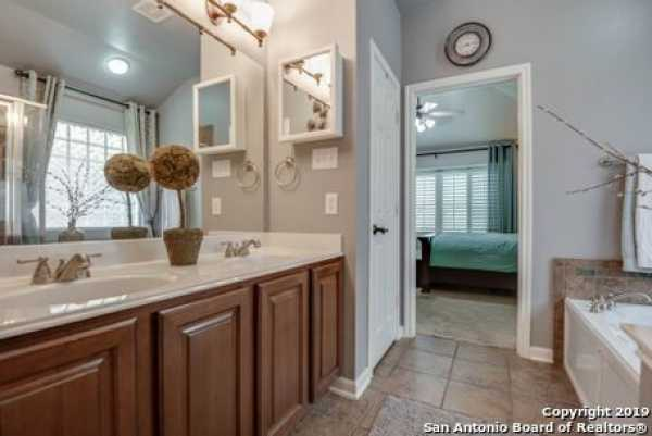 Active | 8914 Saxon Forest  Helotes, TX 78023 16
