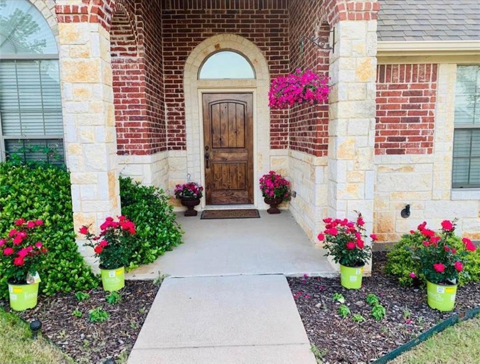 Sold Property | 2824 Willow Ridge Circle Granbury, Texas 76049 1