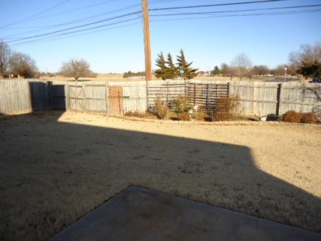 #century21groupone,#homesforsaleponcacity,#poncacityrealestate | 2305 Eagle Ponca City, OK 74601 36