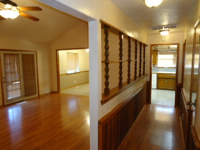#century21groupone,#homesforsaleponcacity,#poncacityrealestate | 2305 Eagle Ponca City, OK 74601 8