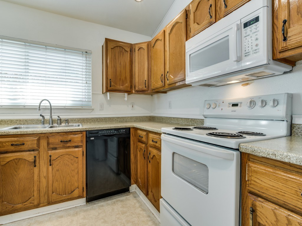 Sold Property   5653 N Colony Boulevard The Colony, Texas 75056 12