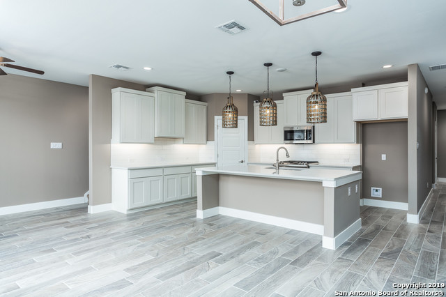 Property for Rent | 1414 E SANDALWOOD LN  San Antonio, TX 78209 4