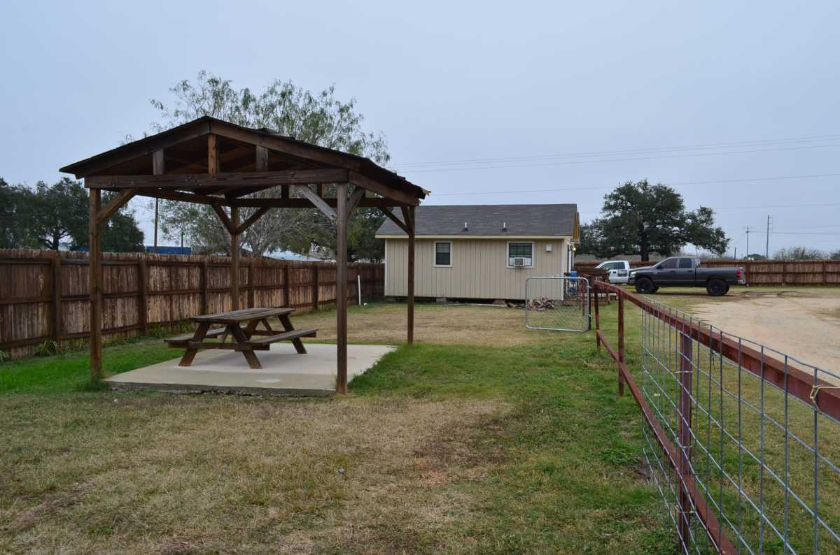 Active | 4858 Us Highway 181 Floresville, TX 78114 12