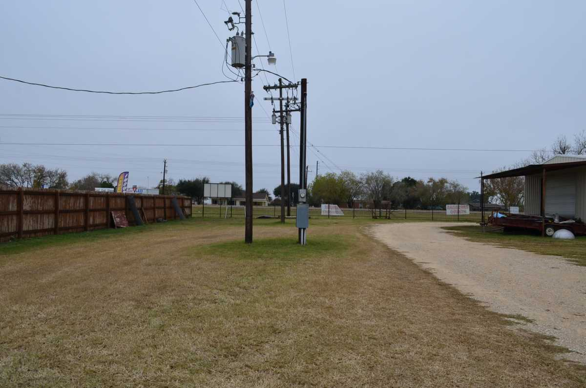 Active | 4858 Us Highway 181 Floresville, TX 78114 15