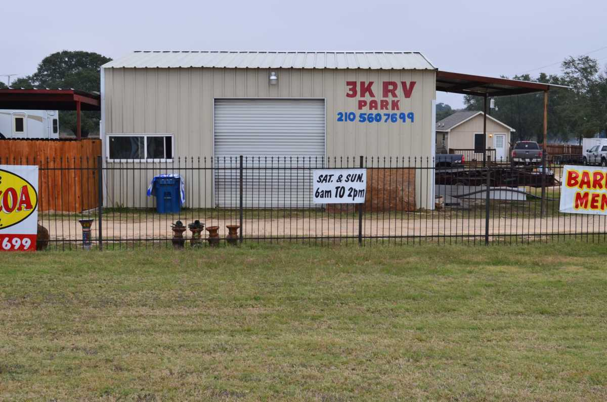 Active | 4858 Us Highway 181 Floresville, TX 78114 2