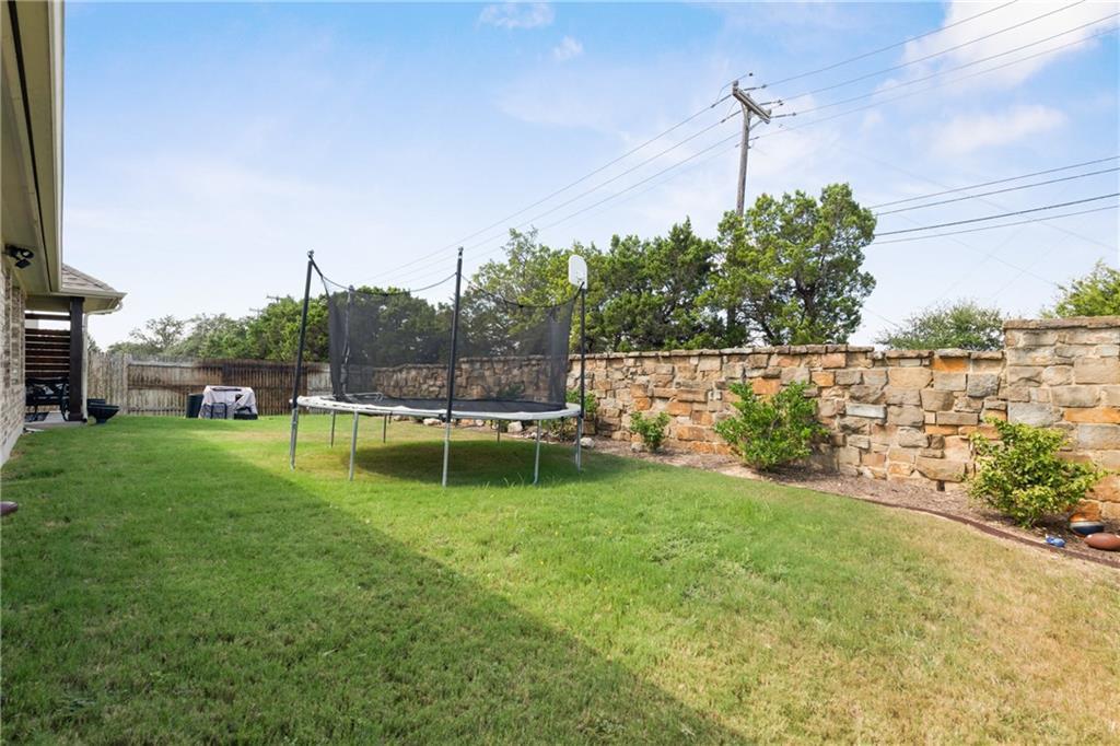 Lease, Short term lease, for sale, single story | 150 Drury Lane Austin, TX 78737 37