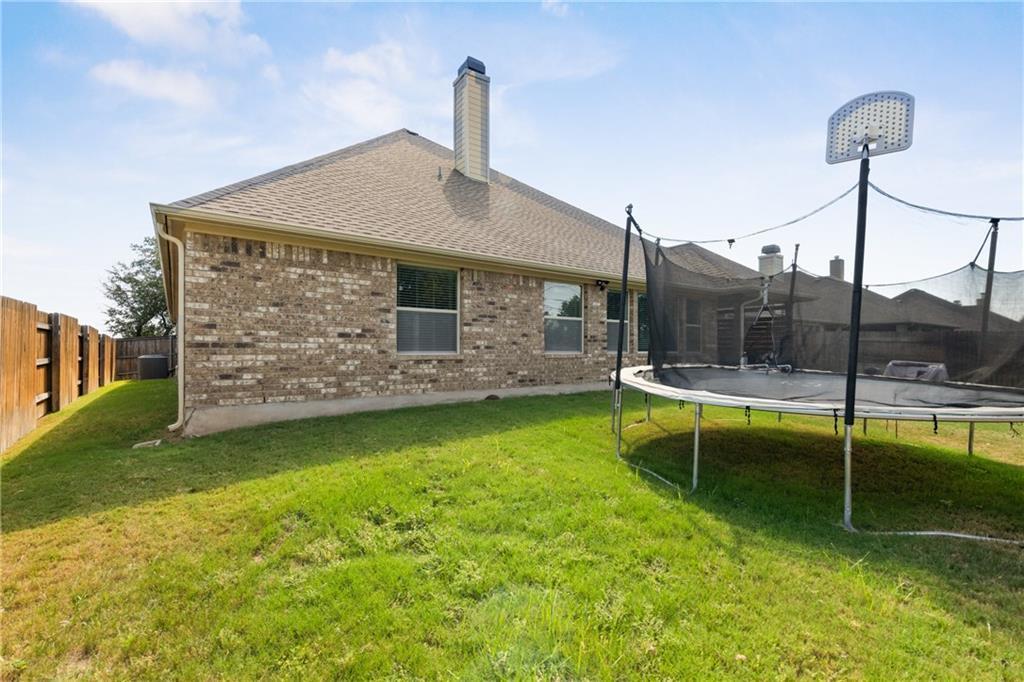Lease, Short term lease, for sale, single story | 150 Drury Lane Austin, TX 78737 38