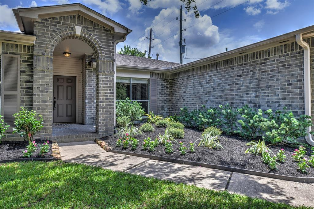 Off Market | 18022 Lago Forest Drive Humble, Texas 77346 2