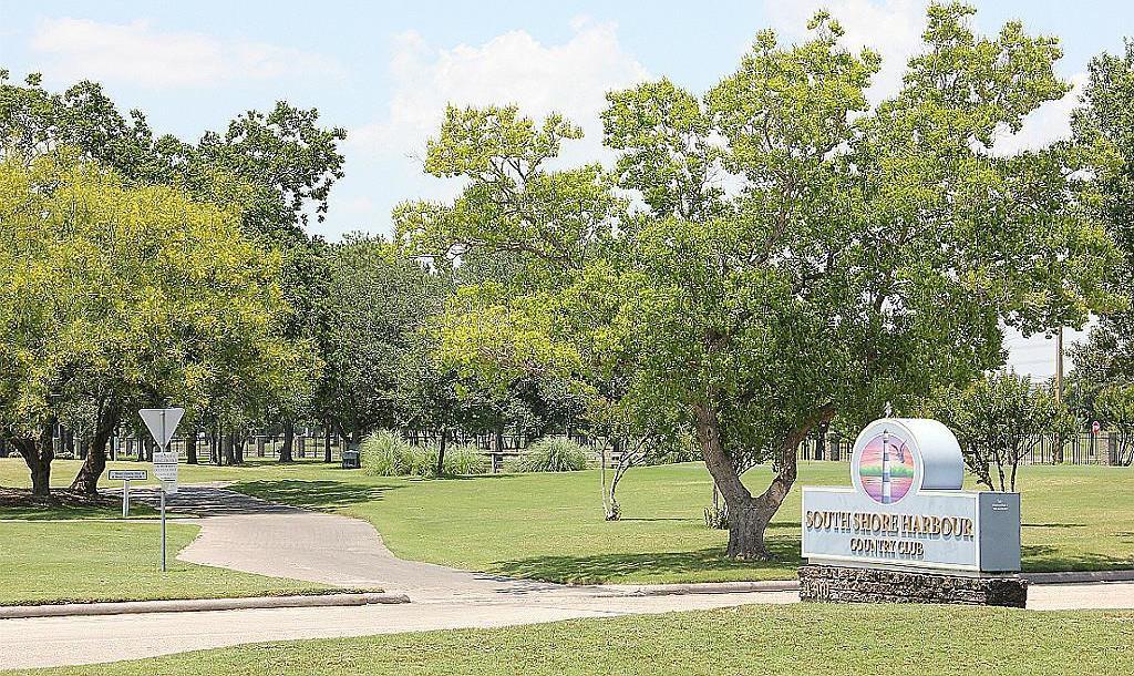 Active | 2482 Beacon  Circle League City, TX 77573 9