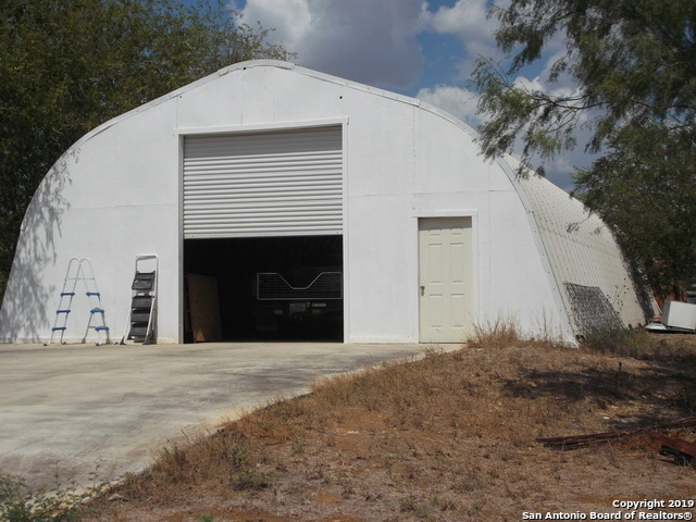 Active | 1660 county road 300  Jourdanton, TX 78026 3