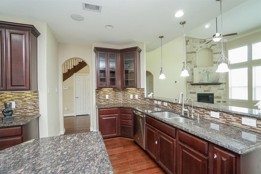 rental home in Fulshear, lease home in Katy area, katyisd   3434 Norwich Gardens Lane Fulshear, TX 77441 14