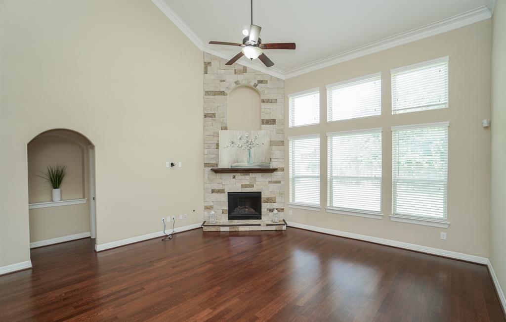 rental home in Fulshear, lease home in Katy area, katyisd   3434 Norwich Gardens Lane Fulshear, TX 77441 9