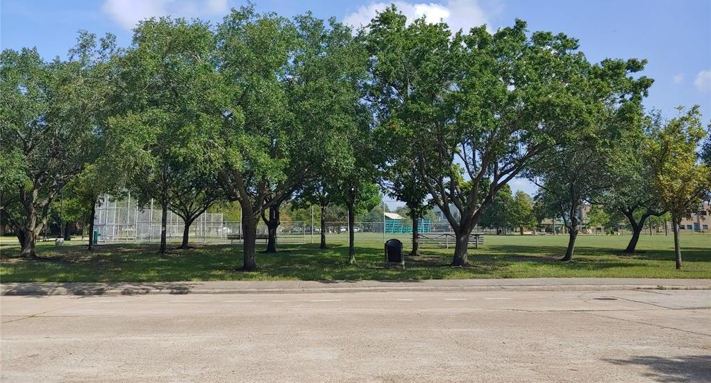 Property for Rent | 9011 Landsdowne Drive Houston, Texas 77096 14