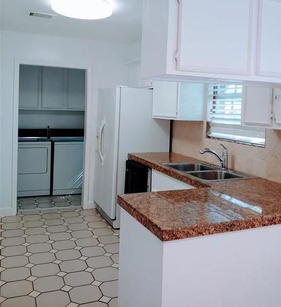 Property for Rent | 9011 Landsdowne Drive Houston, Texas 77096 4