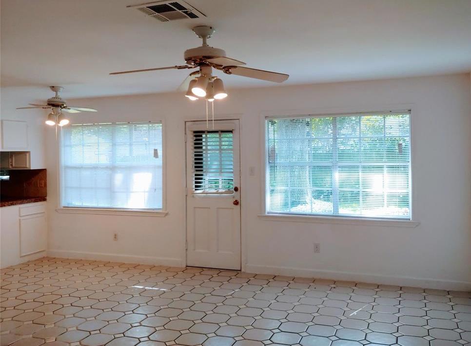 Property for Rent | 9011 Landsdowne Drive Houston, Texas 77096 5
