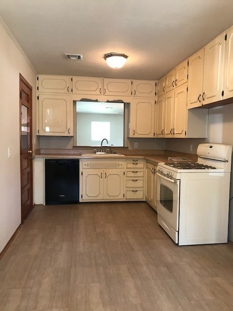#century21groupone,#homesforsaleponcacity,#poncacityrealestate | 505 Foster  Ponca City, OK 74601 9
