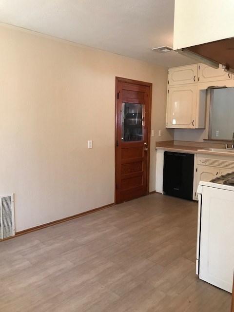 #century21groupone,#homesforsaleponcacity,#poncacityrealestate | 505 Foster  Ponca City, OK 74601 10