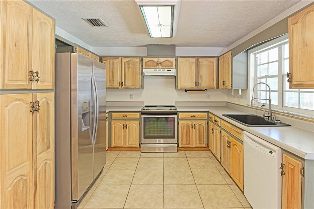 Sold Property | 1903 CAPRI ROAD VALRICO, FL 33594 18