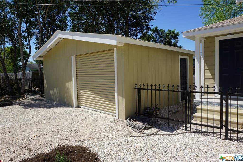 Active | 461 Brandenburg Lane New Braunfels, TX 78130 6
