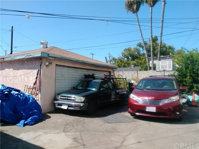 Active Under Contract | 11443 Hatteras Street North Hollywood, CA 91601 6