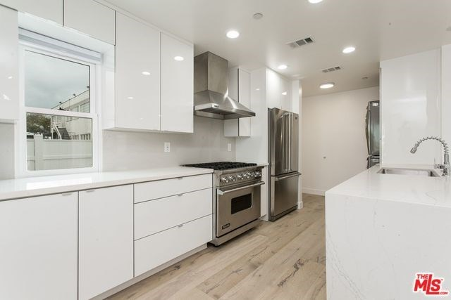 Active | 1417 17TH  Street Santa Monica, CA 90404 7