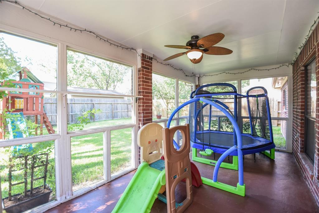 HOMES FOR SALE IN SPRING, TEXAS, LONDONDERRY , ONE STORY  | 25111 Shalford Drive Spring, TX 77389 24