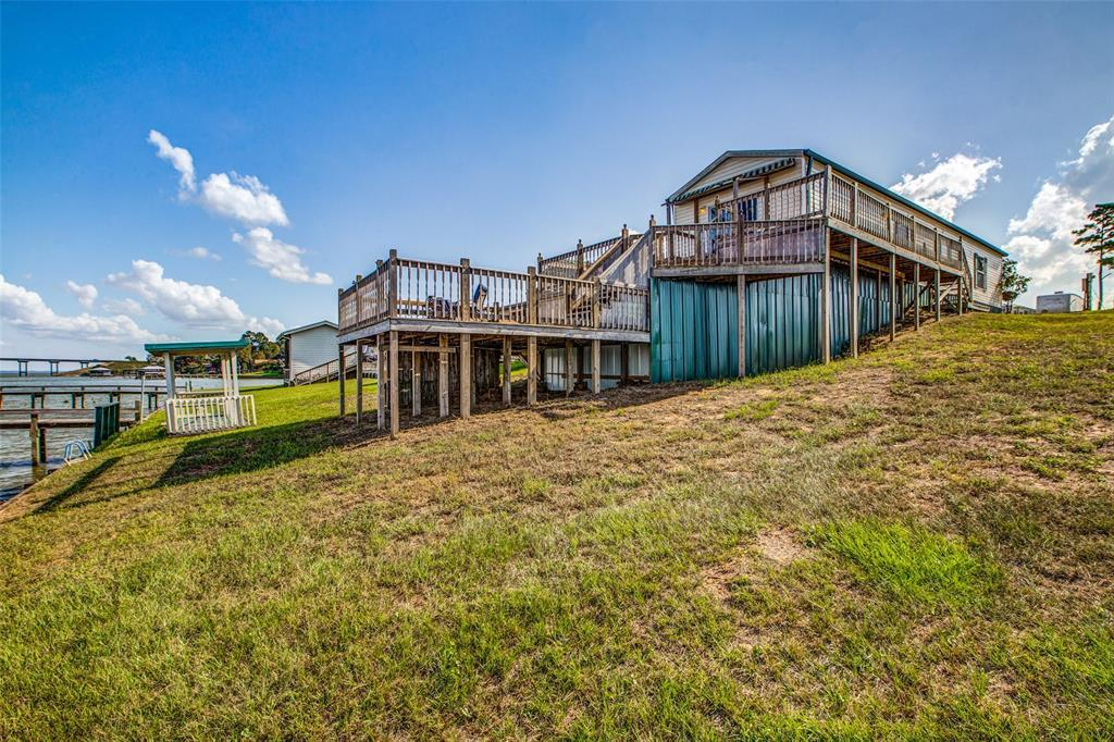 Waterfront,La Livingston lakefront, live on the water Lake Livingston | 700 Lagoon Drive Point Blank, TX 77364 3