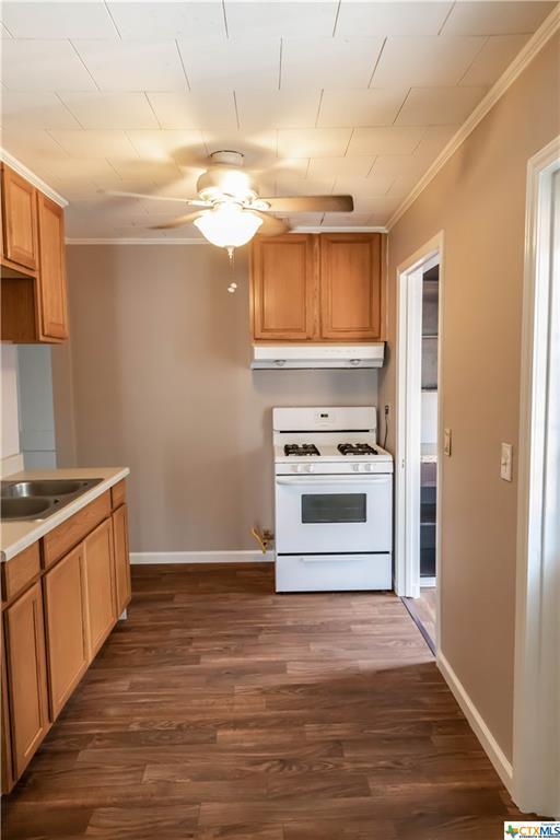 Pending | 504 E First Street Cuero, TX 77954 6