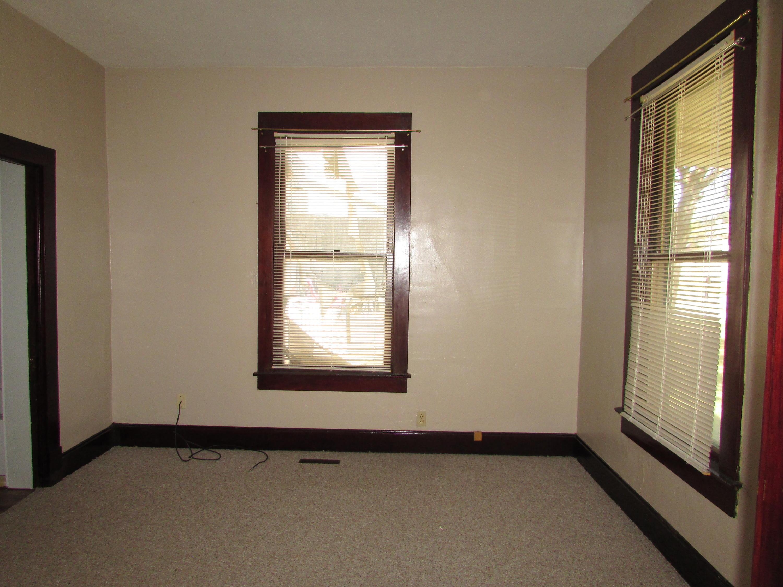 Closed | 447 N Thompson Street Vinita, OK 74301 21