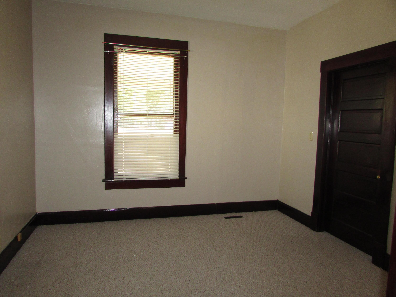 Closed | 447 N Thompson Street Vinita, OK 74301 24