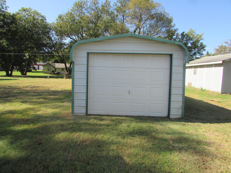 Closed | 447 N Thompson Street Vinita, OK 74301 42