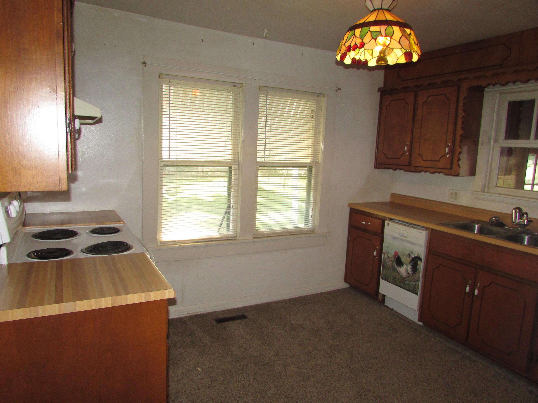 Closed | 447 N Thompson Street Vinita, OK 74301 11
