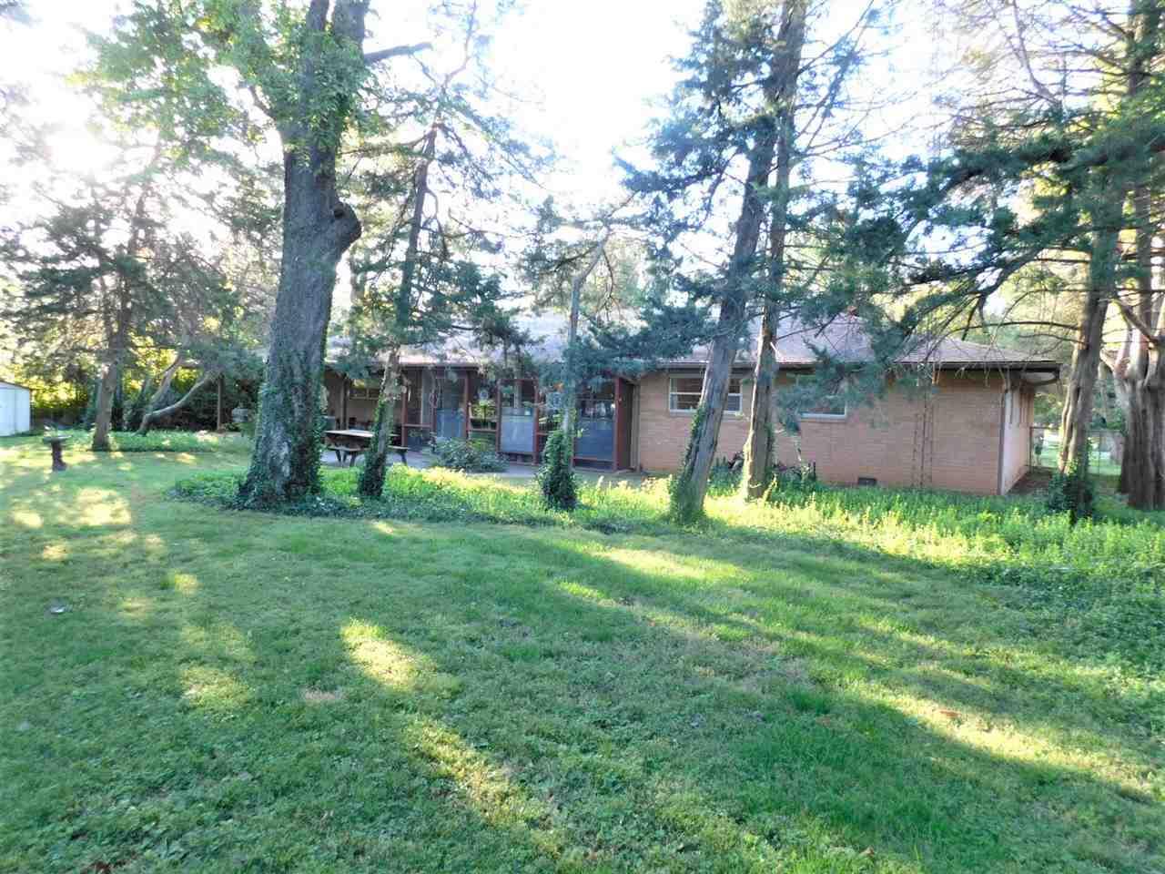 #century21groupone,#homesforsaleponcacity,#poncacityrealestate | 1801 Christmas Tree Lane Ponca City, OK 74604 25