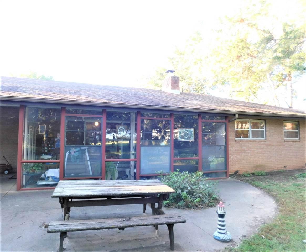#century21groupone,#homesforsaleponcacity,#poncacityrealestate | 1801 Christmas Tree Lane Ponca City, OK 74604 28