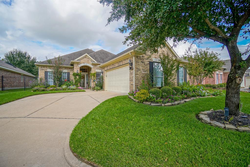 Heritage Grand, Plus 55 Active Community, lease home in Katy,  | 25050 Cinco Manor Lane Katy, TX 77494 2