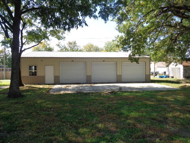 Closed | 303 G Street Miami, OK 74354 17