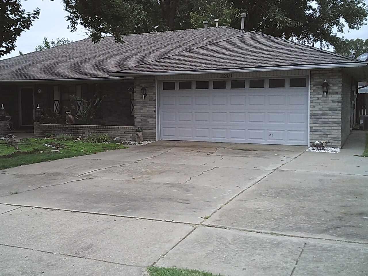 #century21groupone,#homesforsaleponcacity,#poncacityrealestate | 1201 Princeton  Ponca City, OK 74601 2