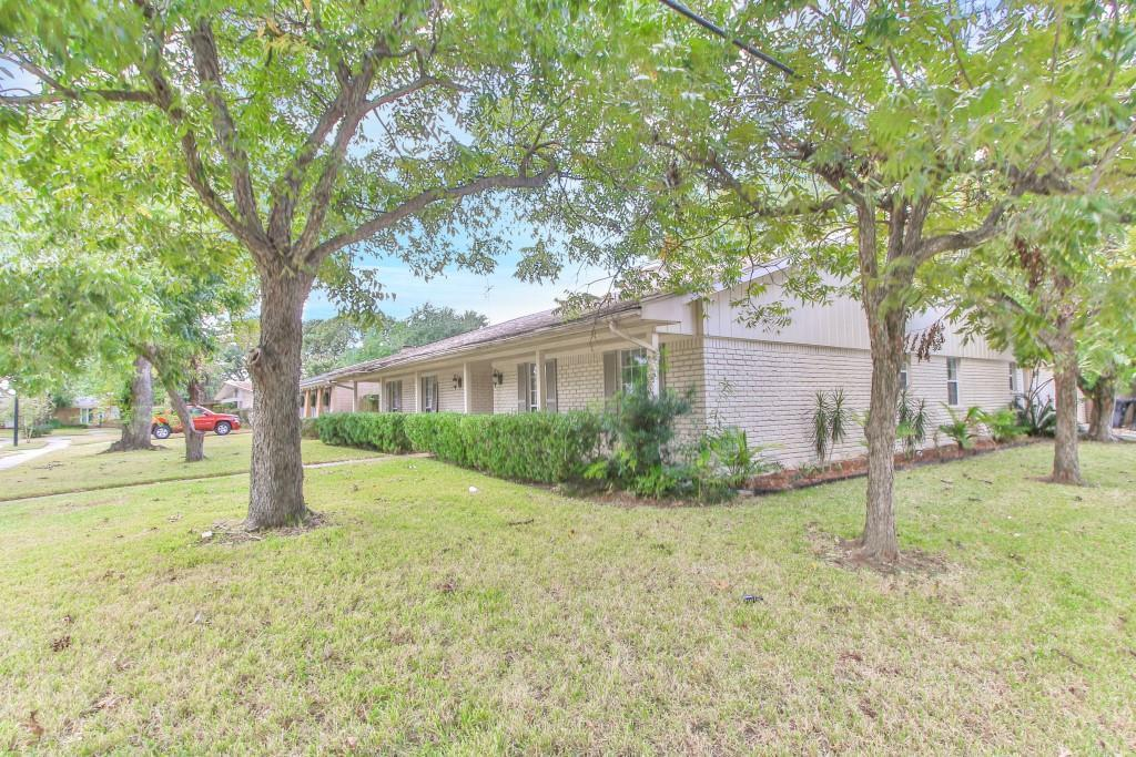 Property for Rent | 3839 Sun Valley Drive Houston, TX 77025 2