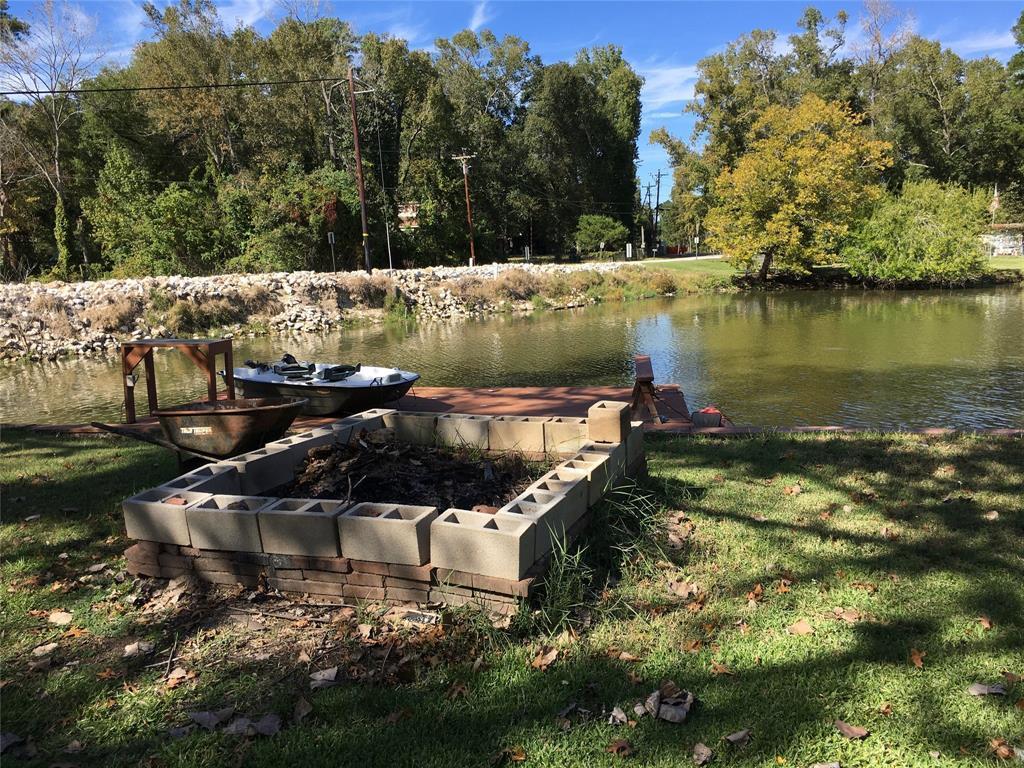 Active   1 Lake View Drive Huntsville, Texas 77320 42
