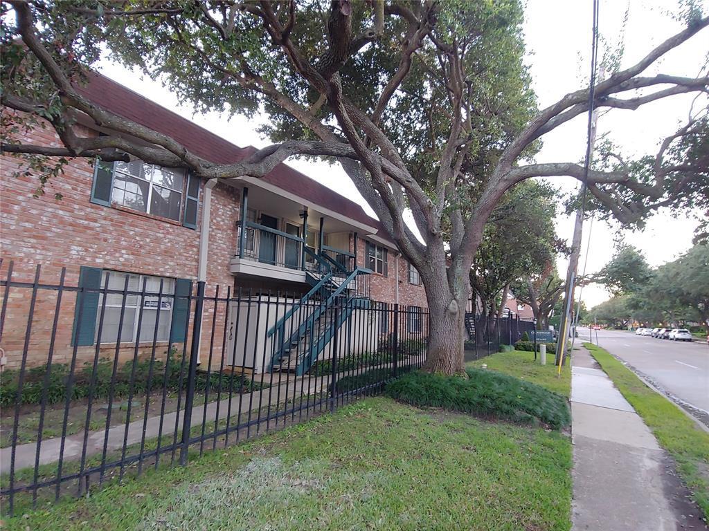 Active | 845 Augusta Drive #12 Houston, TX 77057 1