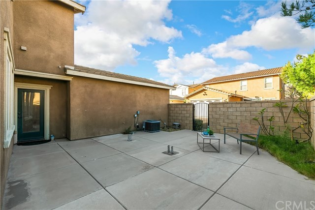 Closed | 15866 Vienna Lane Fontana, CA 92336 15